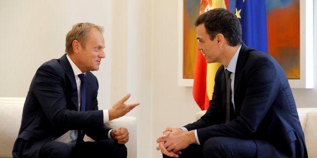 GRAF3423. MADRID, 19/06/2018.- El jefe del Gobierno, Pedro S�nchez (d), y el presidente del Consejo...