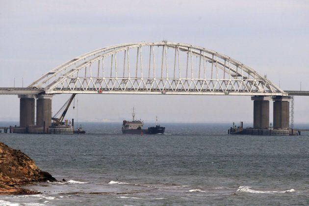 Vista del puente sobre el estrecho de Kerch, que une Crimea y