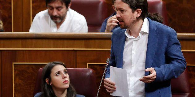 Pablo Iglesias e Irene Montero durante la primera sesión de control al Gobierno de
