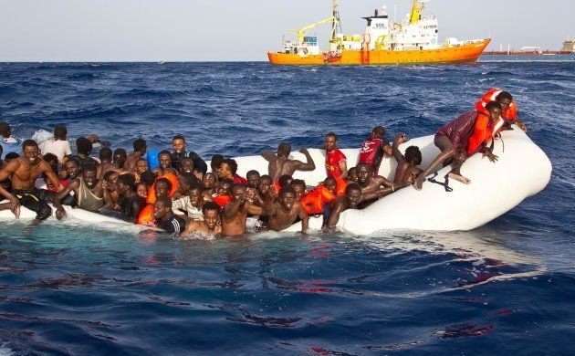 Un momento del tragico salvataggio operato ieri dalla nave privata SOS Mediterran�e, Lampedusa, 17...