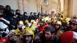 Tensión social en Cataluña: protestas de médicos, bomberos y