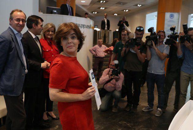 Guerra de avales: Casado presume de más de 5.000, Cospedal presenta 3.336 y Santamaría no