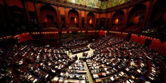 El presidente de Italia disuelve el Parlamento y abre la vía a