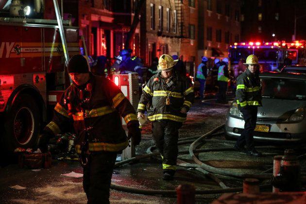 Doce muertos en el Bronx en el peor incendio en décadas en Nueva