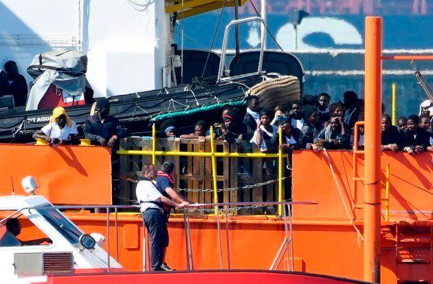 Los migrantes del Aquarius, a su llegada al puerto de