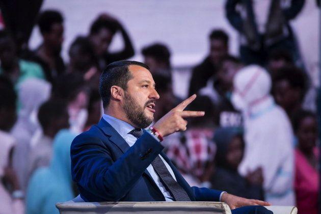 El ministro italiano del Interior Matteo Salvini asiste al programa de televisión 'Porta a Porta' en...