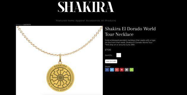 Polémica por un símbolo nazi en un collar promocional de la gira de