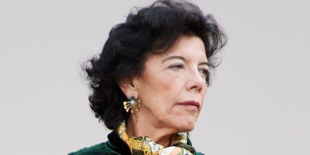Isabel Celaá, durante el último desfile del 12 de Octubre en