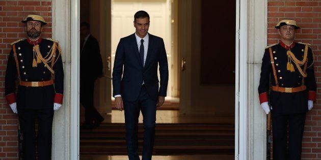 Pedro Sánchez, el presidente del Gobierno, en las puertas de Moncloa, el pasado 6 de septiembre, a la...