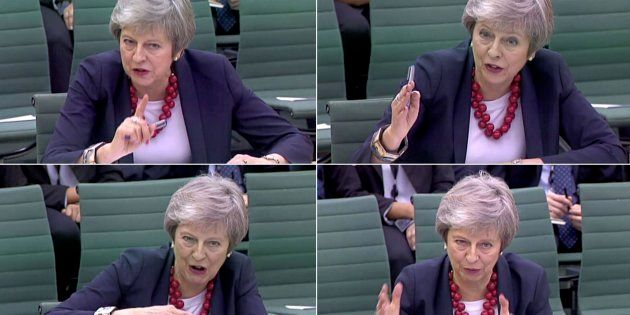 Combo con las imágenes de la primera ministra británica, Theresa May, en el