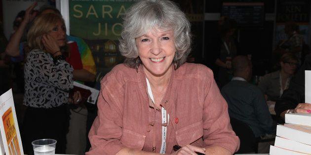 Muere la novelista Sue Grafton, a los 77