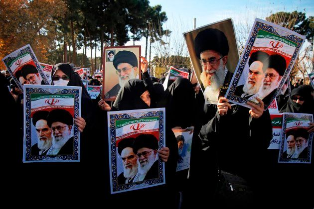 Manifestantes iraníes progubernamentales este