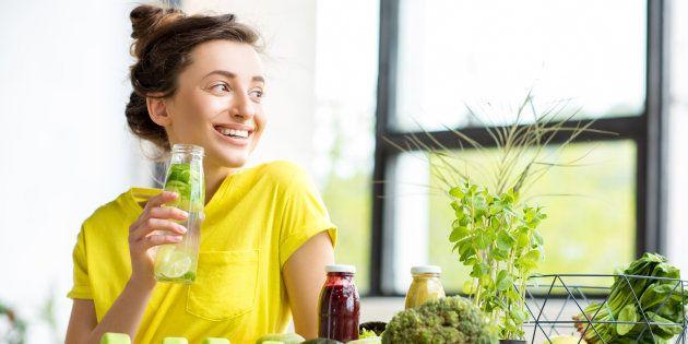 Puedes quitar la 'dieta detox' de tus propósitos de Año Nuevo. No sirve de