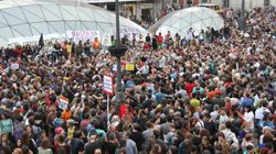 El esperado homenaje de Manuela Carmena al 15-M en la Puerta del