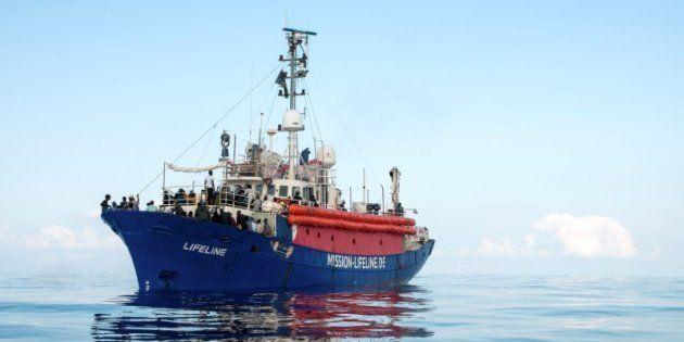 El buque 'Lifeline', fotografiado este viernes en el