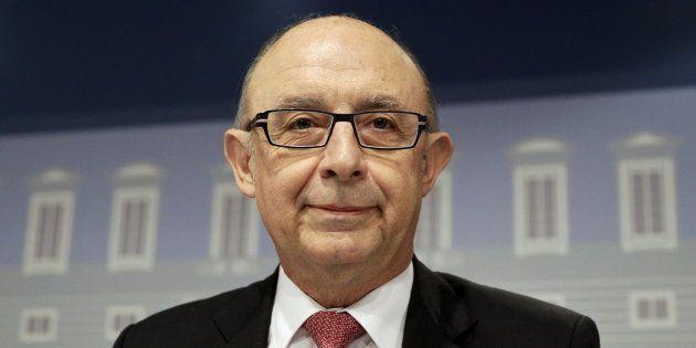 Cristóbal Montoro, ministro de Hacienda, en una rueda de prens. REUTERS/Andrea