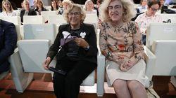 Cachondeo en Twitter con esta foto de Carmena y la embajadora de