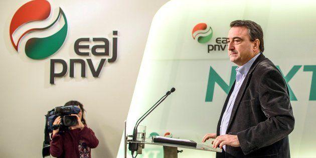 El portavoz del PNV en el Congreso, Aitor Esteban, el pasado día de Navidad, compareciendo ante los medios...