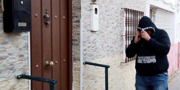 Un hombre encapuchado visita a José Ángel Prenda en su casa de