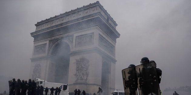 Protestas en el Arco del Triunfo en