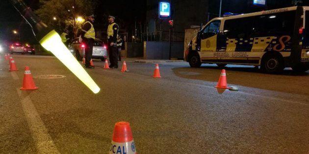 La Policía ha detenido a una mujer en Sevilla por dejar a sus hijos en el coche mientras estaba de
