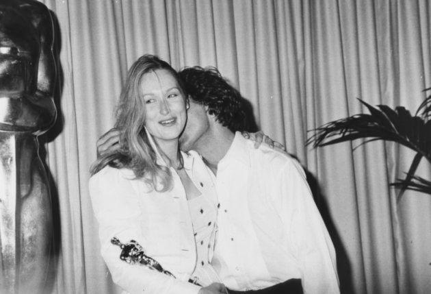 Dustin Hoffman besa en el cuello a Meryl Streep en la entrega de los Oscar de