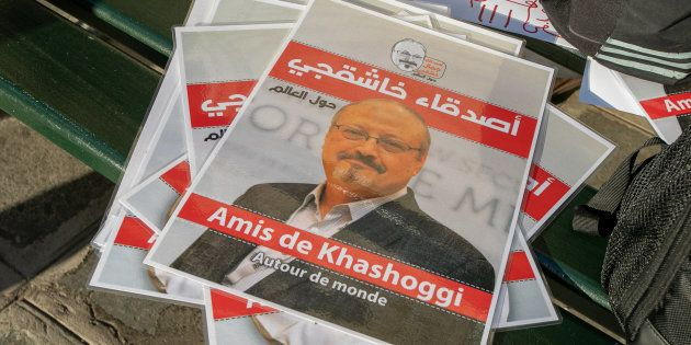 Carteles pidiendo justicia para Jamal Khashoggi, el pasado octubre, durante una protesta ante la embajada...