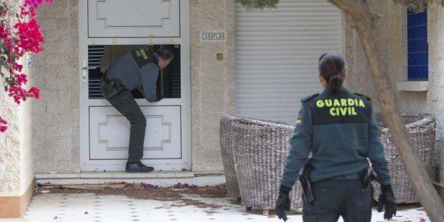 La Guardia Civil investiga a una pareja de Murcia por dejar solos a sus hijos durante 12 horas para irse...