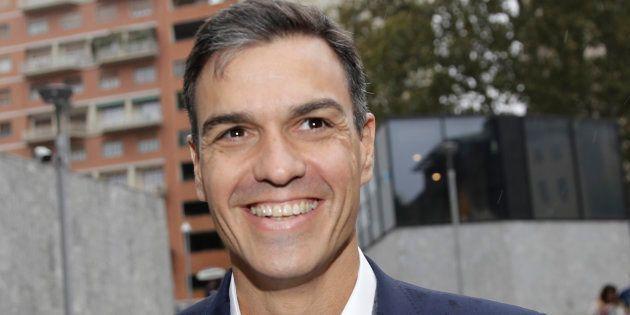 Sánchez recuerda al 15M, ensalza la Transición y pregunta: