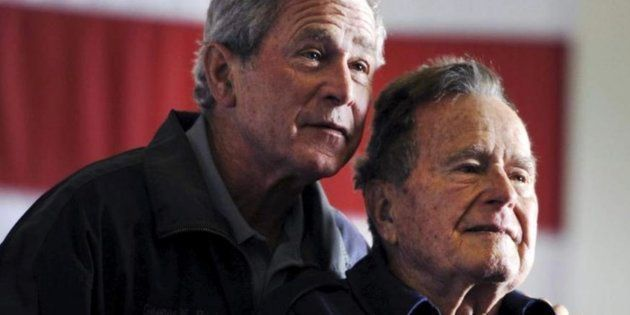 Bush hijo (izq) y padre