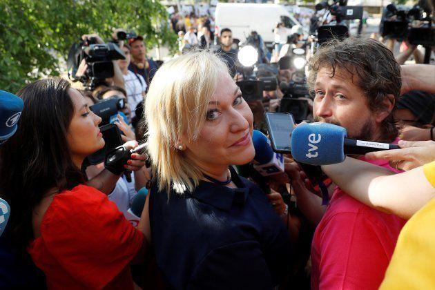 Inés Madrigal, atendiendo a los medios antes de entrar en la Audiencia de