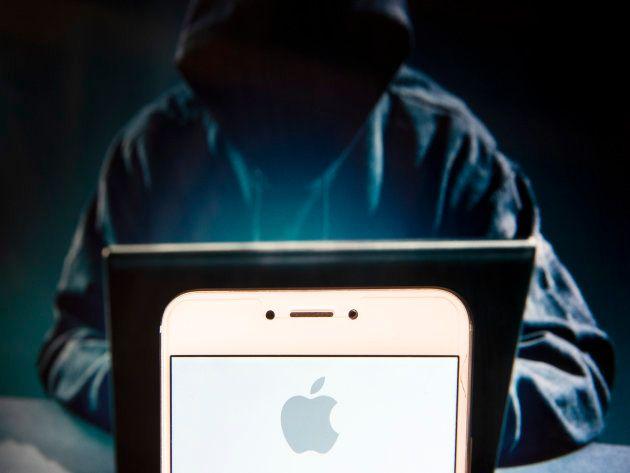 Un logo de Apple en un teléfono