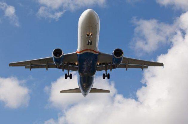 Un avión de