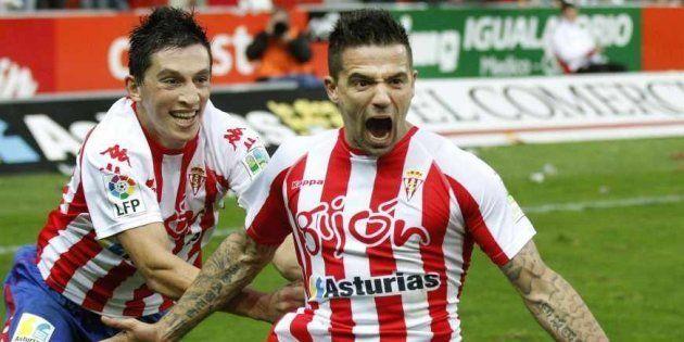 Nacho Novo celebra un gol del Sporting de