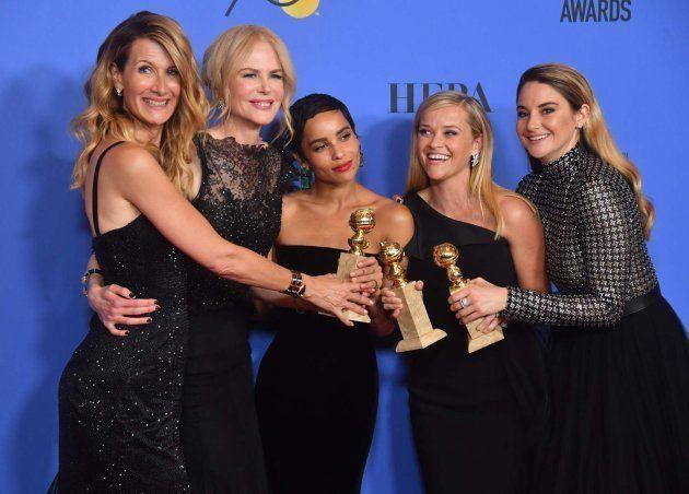 Laura Dern, Nicole Kidman, Zoe Kravitz, Reese Witherspoon y Shailene Woodley posan con los premios de...