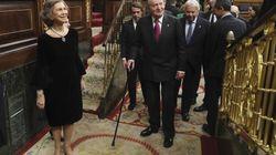 Las Cortes acogen con una ovación al rey Juan Carlos y con abucheos a