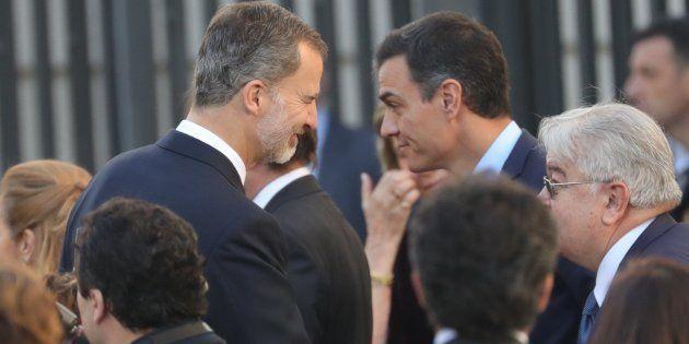 El rey Felipe VI y el presidente del gobierno, Pedro Sánchez, en el Congreso de los