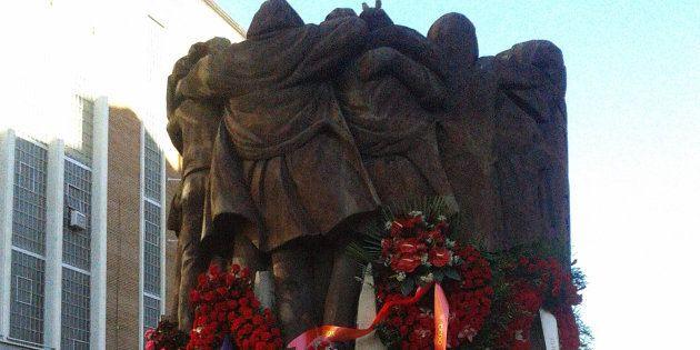 Monumento en recuerdo de los asesinados en la matanza de los abogados de