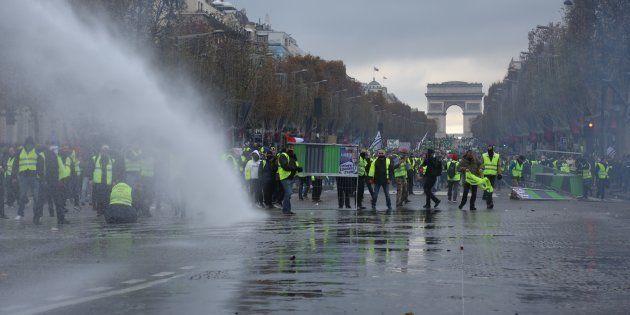 La protesta de los chalecos amarillos, el pasado 24 de noviembre, cerca del Arco del Triunfo de