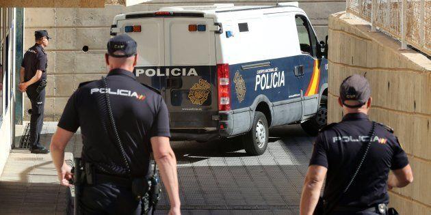 La Policía ha puesto a disposición del juzgado de guardia de San Bartolomé de Tirajana (Gran Canaria)...