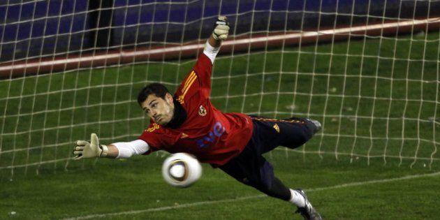 El tuit de Casillas recordando el décimo aniversario del gol de Torres que necesita diez minutos para...