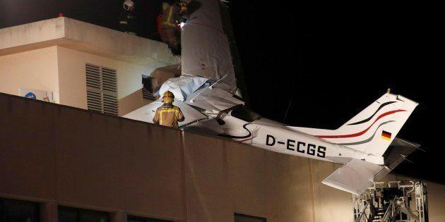 Dos muertos al estrellarse una avioneta en una gasolinera en