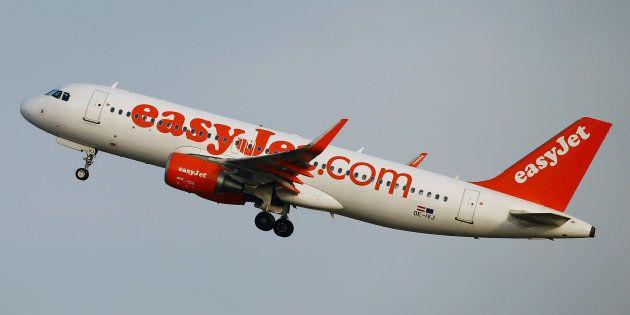 Un avión de Easyjet , despegando del aeropuerto de Zurich, en una imagen de