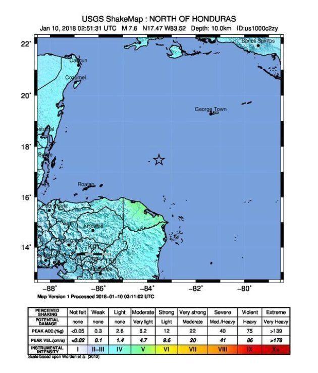 Imagen cedida por el USGS de un mapa de movimientos telúricos que muestra el epicentro (marcado con una...