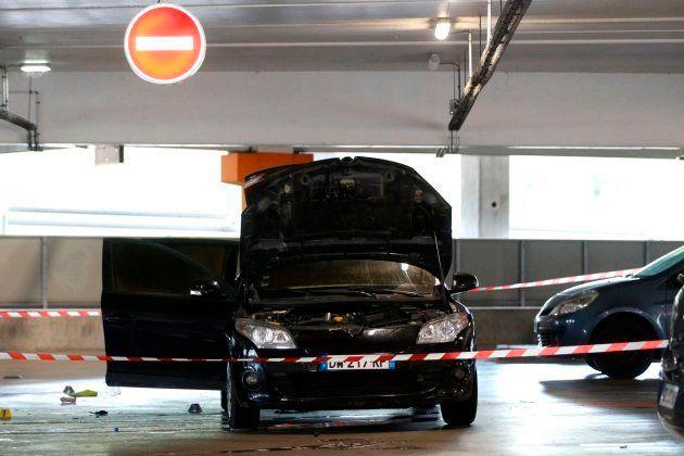 La policía investiga si este coche abandonado fue utilizado por el equipo de la