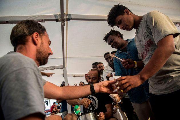 Los 60 migrantes que llegan a Barcelona el miércoles tendrán 45 días de permiso de