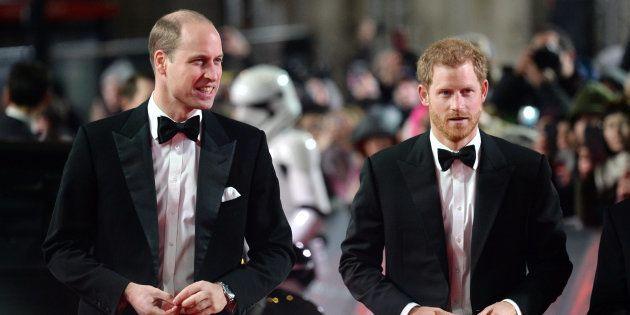 Los príncipes Guillermo y Enrique, en el estreno europeo de 'Star Wars: Los últimos Jedi' en el Royal...