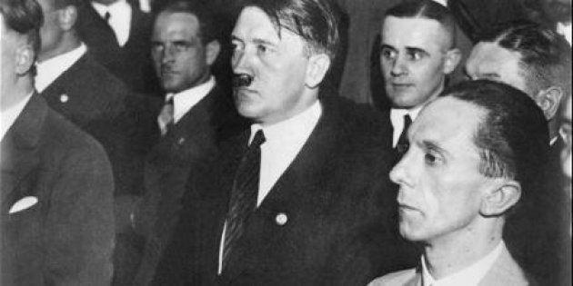 Hitler junto a Goebbels, en primer
