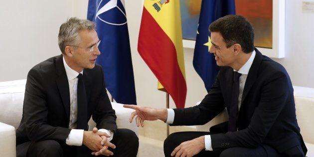 El presidente del Gobierno, Pedro Sánchez, y el secretario general de la OTAN, Jens Stoltenberg, reunidos...
