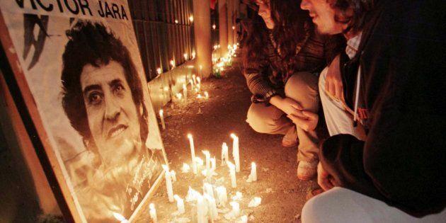 Ocho exmilitares chilenos, condenados a 18 años de cárcel por el asesinato de Víctor Jara en